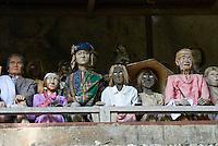 "Indonesie. Sulawesi (Celebes). Pays Toraja, Tana Toraja. Cimetiere toraja de Londa. Falaise ""tau-tau"". Les effigies des nobles s'alignent das leur vetements. // Indonesia. Sulawesi (Celebes Island). Tana Toraja. Traditional cemetery of Londa. ""Tau-tau"" cliff."