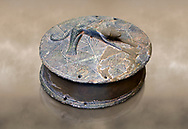 Early Minoan round metal jewel box with a dog in relief on lid,  George of the Dead 2600-2300 BC BC, Heraklion Archaeological  Museum,  . .<br /> <br /> If you prefer to buy from our ALAMY PHOTO LIBRARY  Collection visit : https://www.alamy.com/portfolio/paul-williams-funkystock/minoan-art-artefacts.html . Type -   Heraklion   - into the LOWER SEARCH WITHIN GALLERY box. Refine search by adding background colour, place, museum etc<br /> <br /> Visit our MINOAN ART PHOTO COLLECTIONS for more photos to download  as wall art prints https://funkystock.photoshelter.com/gallery-collection/Ancient-Minoans-Art-Artefacts-Antiquities-Historic-Places-Pictures-Images-of/C0000ricT2SU_M9w