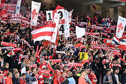 September 22, 2017 - Lille, France - ILLUSTRATION - SUPPORTERS - ECHARPES - DRAPEAUX (Credit Image: © Panoramic via ZUMA Press)