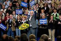 09 APR 2005 OBERHAUSEN/GERMANY:<br /> Juergen Ruettgers, CDU Landesvorsitzender und Spitzenkandidat NRW, und seine frau Angelika Ruettgers (L), nach seiner Rede, Wahlkampfauftaktveranstaltung zur Landtagswahl in Nordrhein-Westfalen, Koenig-Pilsener-Arena<br /> IMAGE: 20050409-01-114<br /> KEYWORDS: Peter Müller, Jürgen Rüttgers, Jubel, Applaus, applaudieren, klatschen, Viktory