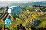 Elsa Valley From San Gimignano at dawn with Hot Air Balloons - Tuscany Chianti Italy. .<br /> <br /> Visit our ITALY PHOTO COLLECTION for more   photos of Italy to download or buy as prints https://funkystock.photoshelter.com/gallery-collection/2b-Pictures-Images-of-Italy-Photos-of-Italian-Historic-Landmark-Sites/C0000qxA2zGFjd_k<br /> If you prefer to buy from our ALAMY PHOTO LIBRARY  Collection visit : https://www.alamy.com/portfolio/paul-williams-funkystock/sangimignano.html