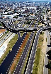 Vista aérea da Av. Castelo Branco, um dos principais pontos de acesso para a cidade de Porto Alegre.<br /> FOTO: Jefferson Bernardes/Preview.com