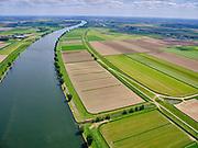 Nederland, Noord-Brabant, Gemeente Waspik, 14-05-2020; Overdiepsche polder (Overdiepse Polder). In het kader van het programma 'Ruimte voor de Rivier' (bescherming tegen hoogwater door rivierverruiming), is de dijk langs de Bergsche Maas (links in beeld) verlaagd. Detail: afvoerkanaal met pompstation. Bij hoogwater kan de Overdiepse polder overstromen. De boerderijen in de polder zijn gesloopt en verplaatst naar de dijk van het Oude Maasje. De nieuwe boerderijen met bijgebouwen staan op terpen.<br /> Depoldering of Overdiep Polder, farms are relocated and built on mounds. This makes it possible for the river to overflow the polder in case of heigh waters.<br /> <br /> luchtfoto (toeslag op standard tarieven);<br /> aerial photo (additional fee required);<br /> copyright foto/photo Siebe Swart