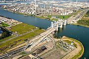 Nederland, Zuid-Holland, Rotterdam, 28-09-2014; Botlekbrug, bouw van de nieuwe gecombineerde spoor- en autowegbrug over de Oude Maas. De nieuwe brug wordt gebouwd door Ballast Nedam naast de bestaande hefbrug. De toeritten van de nieuwe brug voeren gedeeltelijk over de ingnag van de Botlekunnel.<br /> Botlekbrug, construction of the new combined rail and road bridge over the Oude Maas. The new bridge will be built alongside the existing lift bridge.<br /> luchtfoto (toeslag op standard tarieven);<br /> aerial photo (additional fee required);<br /> copyright foto/photo Siebe Swart.