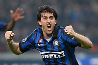 FOOTBALL - UEFA CHAMPIONS LEAGUE 2011/2012 - 1/8 FINAL - 2ND LEG - INTER MILAN v OLYMPIQUE MARSEILLE - 13/03/2012 - PHOTO PHILIPPE LAURENSON / DPPI - JOY DIEGO MILITO (INT) AFTER HIS GOAL