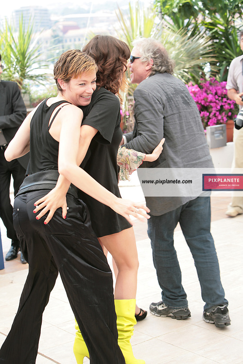 Stephania Rocca - Asia Argento - Abel Ferrara - - Festival de Cannes - Photocall Go go Tales - 23/05/2007 - JSB / PixPlanete
