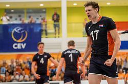 24-09-2016 NED: EK Kwalificatie Nederland - Wit Rusland, Koog aan de Zaan<br /> Nederland wint na een 2-0 achterstand in sets met 3-2 / Michael Parkinson #17