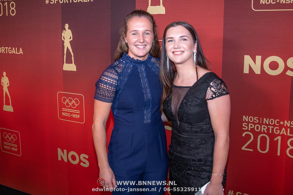 NLD/Amsterdam/20181219 - NOC*NSF Sportgala 2018, Laura (L) en Merel Smulders
