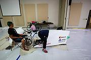 Het Human Power Team Delft en Amsterdam, dat bestaat uit studenten van de TU Delft en de VU Amsterdam, is in Amerika om tijdens de World Human Powered Speed Challenge in Nevada een poging te doen het wereldrecord snelfietsen voor vrouwen te verbreken met de VeloX 9, een gestroomlijnde ligfiets. Het record is met 121,81 km/h sinds 2010 in handen van de Francaise Barbara Buatois. De Canadees Todd Reichert is de snelste man met 144,17 km/h sinds 2016.<br /> <br /> With the VeloX 9, a special recumbent bike, the Human Power Team Delft and Amsterdam, consisting of students of the TU Delft and the VU Amsterdam, wants to set a new woman's world record cycling in September at the World Human Powered Speed Challenge in Nevada. The current speed record is 121,81 km/h, set in 2010 by Barbara Buatois. The fastest man is Todd Reichert with 144,17 km/h.