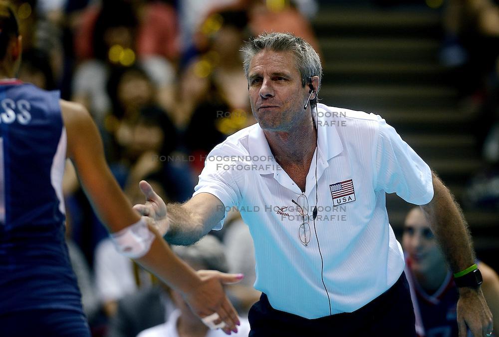 01-09-2013 VOLLEYBAL: WGP FINAL JAPAN - USA: SAPPORO<br /> USA wint met 3-2 van Japan / Head coach Karch Kiraly<br /> ©2013-FotoHoogendoorn.nl