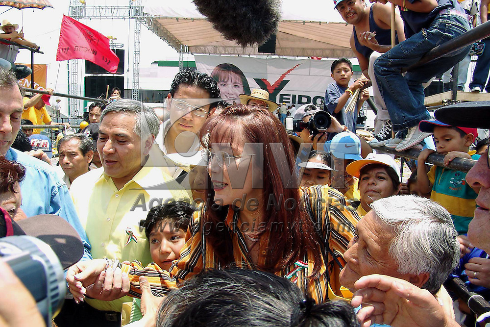 Nezahualcoyotl, Méx.- La candidata del PRD a la gubernatura del Estado de México, Yeidckol Polvnsky en gira por el municipio de Nezahualcoyotl. Agencia MVT / Jose Rosales. (DIGITAL)<br /><br />NO ARCHIVAR - NO ARCHIVE