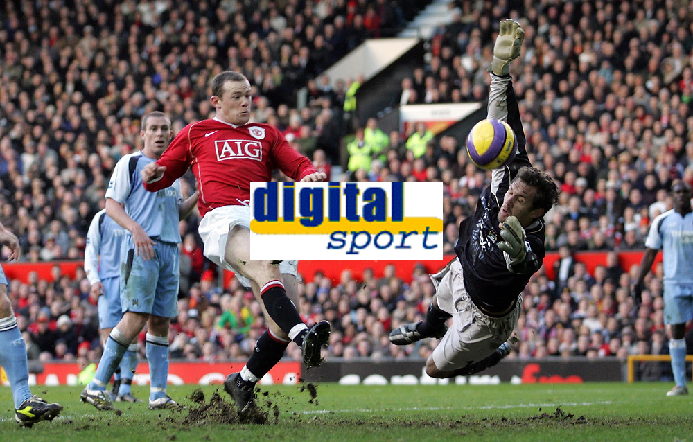 Photo: Paul Thomas.<br /> Manchester United v Manchester City. The Barclays Premiership. 09/12/2006.<br /> <br /> Wayne Rooney (L) of Man Utd has a point blank shot saved by City's replacement keeper Andreas Isaksson.