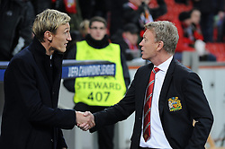 27.11.2013, BayArena, Leverkusen, GER, UEFA CL, Bayer Leverkusen vs Manchester United, Gruppe A, im Bild Shake hands der Trainer Sami Hyypiae ( links Bayer 04 Leverkusen ), David Moyes ( rechts Manchester United ) // during UEFA Champions League group A match between Bayer Leverkusen vs Manchester United at the BayArena in Leverkusen, Germany on 2013/11/28. EXPA Pictures © 2013, PhotoCredit: EXPA/ Eibner-Pressefoto/ Thienel<br /> <br /> *****ATTENTION - OUT of GER*****