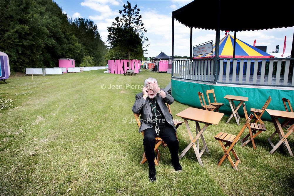 Nederland, Landgraaf, 10 juni 2015.<br /> Voorbereidngen Pinkpop zijn in volle gang.<br /> De vermoeide organisator, directeur Jan Smeets is nog volop aan het bellen om alles goed geregeld te krijgen.<br /> <br /> <br /> Foto: Jean-Pierre Jans