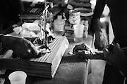 Brazil, Amazonas, Eldorado do Juma.<br /> <br /> Grota velha, curutela (camp de base), comptoir d'achat d'or.<br /> Eldorado do Juma est maintenant un bidonville de plastique noir et de misere croissante sur la rive du fleuve, qui attire les prospecteurs. Des centaines d'hommes y creusent la boue sur leurs petites parcelles delimitees par des branchages et des ficelles. A la fin du jour, les plus chanceux auront trouve quelques poussieres d'or, vendues ensuite 36 reals le gramme sur place puis 40 reals le gramme (14,5 euros) a Apui, localite la plus proche, 65km au nord.
