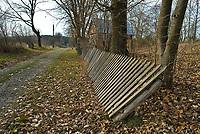 Wies Dublany 1 km od granicy z Bialorusia, woj podlaskie, 09.11.2008. N/z opuszczone zabudowania na tzw scianie wschodniej fot Michal Kosc / AGENCJA WSCHOD