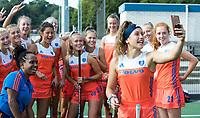 UTRECHT - Noor Omrani maakt selfie met team. Nederlands Meisjes A. COPYRIGHT KOEN SUYK