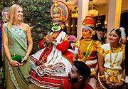 Zijne Majesteit Koning Willem-Alexander en Hare Majesteit Koningin Máxima brengen op uitnodiging van president Ram Nath Kovind een staatsbezoek aan de Republiek India.<br /> <br /> His Majesty King Willem-Alexander and Her Majesty Queen Máxima on a state visit to the Republic of India at the invitation of President Ram Nath Kovind.<br /> <br /> Op de foto / On the photo:  Diner met Chief Minister van Kerala in restaurant The Rice Boat /// Dinner with Chief Minister of Kerala in restaurant The Rice Boat