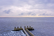 Nederland, Noord-Holland, Afsluitdijk, 10-02-2021; zicht op IJsselmeer met ijs, ter hoogte van Vlietermonument. Winterlandschap. View of the IJsselmeer with ice, near the Vlietermonument. Winter landscape.<br /> drone-opname (luchtopname, toeslag op standaard tarieven);<br /> drone recording (aerial, additional fee required);<br /> copyright foto/photo Siebe Swart