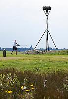 STEENDAM- Ooievaarsnest, ooievaar, nest, paal, Golfclub Duurswold in Steendam. FOTOGRAFIE KOEN SUYK