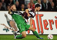 Fotball<br /> Tyskland<br /> 21.09.2010<br /> Foto: Witters/Digitalsport<br /> NORWAY ONLY<br /> <br /> v.l. Torsten Frings, Moritz Stoppelkamp (96)<br /> Bundesliga, Hannover 96 - SV Werder Bremen