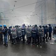 Polizia al  MayDay a Milano.<br /> 1 maggio 2015 . Daniele Stefanini /  OneShot