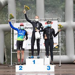 04-10-2020: Wielrennen: Geopark Classic: Gasselte <br />Bij de vrouwen was Monique Zeldenrust winnares. Zij kreeg Rozanne Slik en Iris Stelt mee op het podium. Was het bij de mannen tot het eind spannend om de winst, Zeldenrust (Liv) reed anderhalve minuut voor de concurrentie uit.