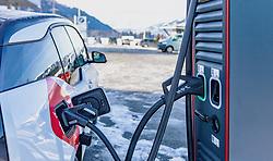 THEMENBILD - erste Schnell-Ladestation für Elektroautos im Pinzgau. Der High-Power Charger ist ein Erstversuch – eine bisher einmalige Kooperation zwischen der Salzburg AG und einem Unternehmen, aufgenommen am 09. Jänner 2020 in Kaprun, Oesterreich // first quick charging station for electric cars in Pinzgau. The High-Power Charger is a first test - a unique cooperation in Kaprun, Austria on 2020/01/09. EXPA Pictures © 2020, PhotoCredit: EXPA/Stefanie Oberhauser