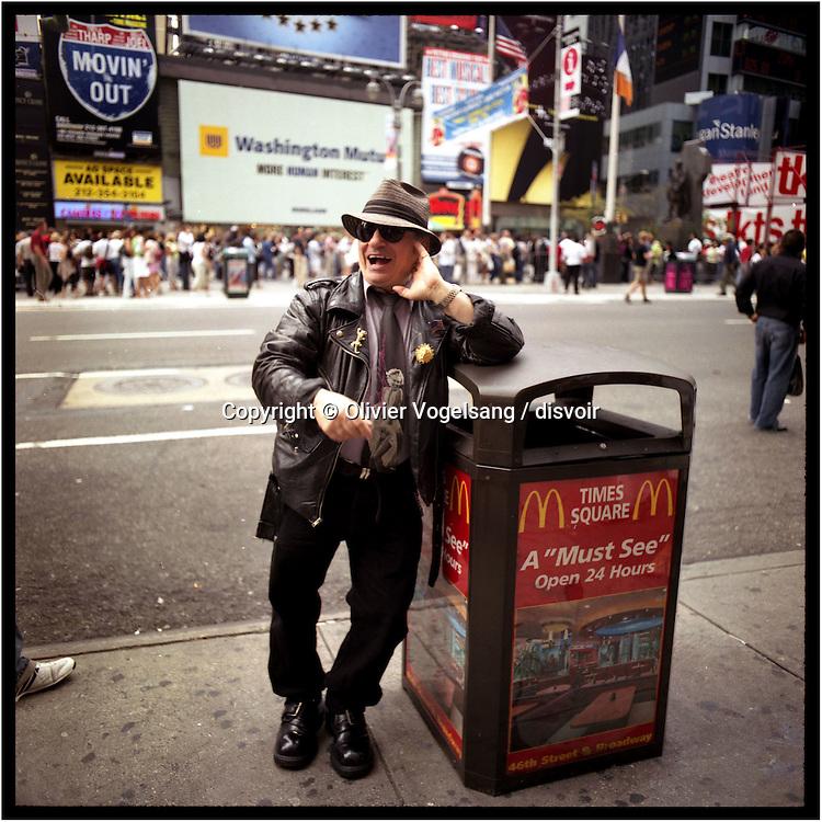 New York, 11.09.04. Timer Square. Manhattan.
