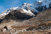 Rot-Weiss markierte Bergweg im hinteren Lauterbrunnental