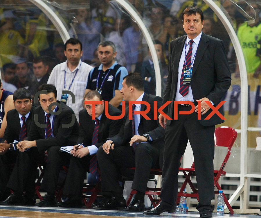 Efes Pilsen's coach Ergin ATAMAN (R) during their Turkish Basketball league Play Off Final third leg match Fenerbahce Ulker between Efes Pilsen at the Abdi Ipekci Arena in Istanbul Turkey on Tuesday 25 May 2010. Photo by Aykut AKICI/TURKPIX