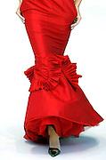 """V. 20. Valencia, 13/09/2006. Una modelo desfila con un diseño de """"Theo Garrido"""" durante la tercera jornada de la I Semana de la Moda que se celebra en el Palau de les Arts de Valencia. EFE/Kai Försterling"""