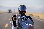 Natasha Noir tijdens de kwalificaties op maandagmorgen. In Battle Mountain (Nevada) wordt ieder jaar de World Human Powered Speed Challenge gehouden. Tijdens deze wedstrijd wordt geprobeerd zo hard mogelijk te fietsen op pure menskracht. De deelnemers bestaan zowel uit teams van universiteiten als uit hobbyisten. Met de gestroomlijnde fietsen willen ze laten zien wat mogelijk is met menskracht.<br /> <br /> The qualification at Monday morning. In Battle Mountain (Nevada) each year the World Human Powered Speed ??Challenge is held. During this race they try to ride on pure manpower as hard as possible.The participants consist of both teams from universities and from hobbyists. With the sleek bikes they want to show what is possible with human power.
