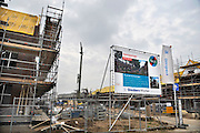 Nederland, Nijmegen, 1-5-2012Bouwvakkers zijn bezig met het bouwen van huizen in de nieuwe wijk Laauwik, onderdeel van de stadsuitbreiding de Waalsprong van Nijmegen in Lent. Hier worden sociale huurwoningen gebouwd voor woningcorporatie Talis. Door de slechte economische situatie worden veel van de nieuwbouwplannen gewijzigd of uitgesteld.Foto: Flip Franssen/Hollandse Hoogte