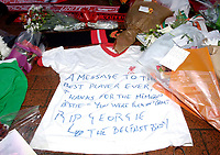 Photo: Jed Wee.<br />Tranmere Rovers v Swansea City. Coca Cola League 1.<br />26/11/2005.<br />Tributes to George best at Old Trafford