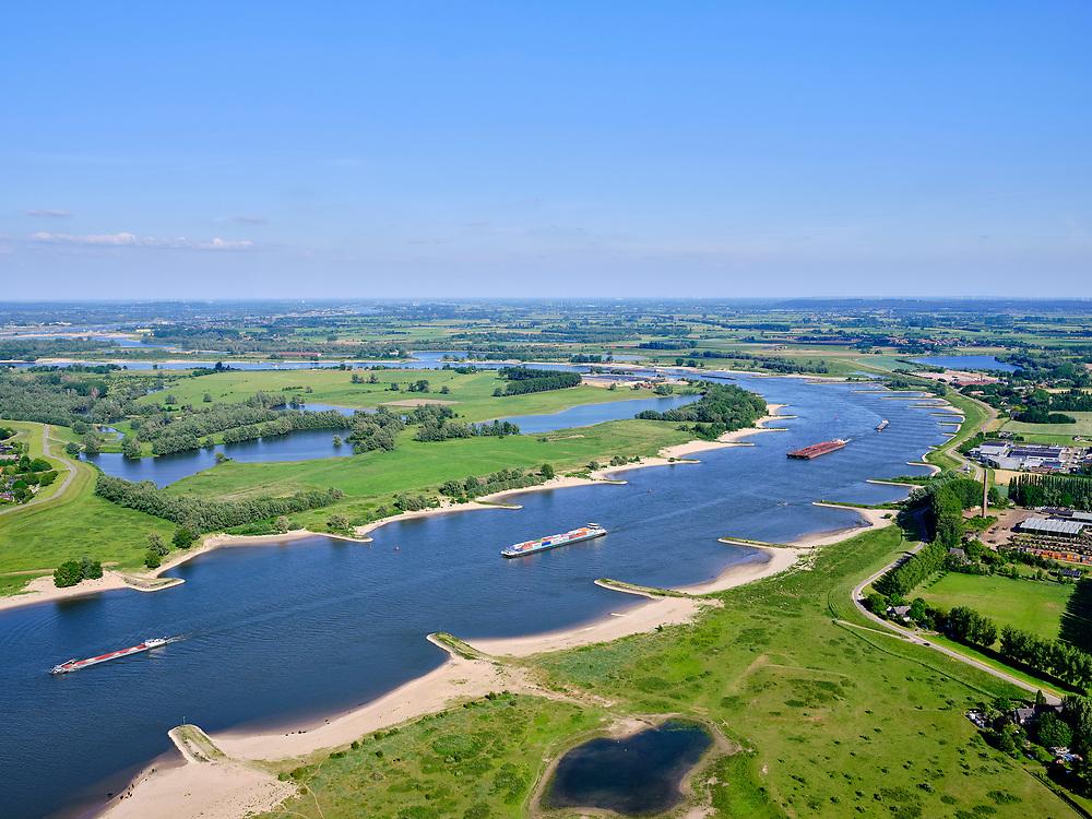 Nederland, Gelderland, GemeenteBerg en Dal; 27-05-2020. Gelderse Poort met zicht rivier de Waalvanuit de Ooijpolder en het dorp Ooij.<br /> Gelderse Poort with a view of the Ooijpolder and the river Rhine (Waal).<br /> <br /> luchtfoto (toeslag op standaard tarieven);<br /> aerial photo (additional fee required)<br /> copyright © 2020 foto/photo Siebe Swart