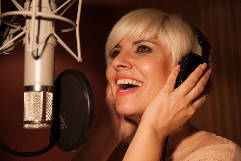 Photo: MIGUEL PEREIRA<br /> Pasión Vega (Ana María Alías Vega) recording at Estudio Cata on October 26, 2014.