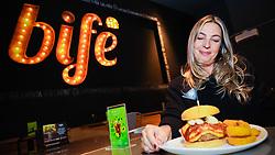 Mariana Castilhos, que é chef e sócia proprietária da Hamburgueria Bife, localizada no Barra Shopping Sul. Foto: Marcos Nagelstein/ Agência Preview