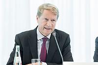 14 JUN 2018, BERLIN/GERMANY:<br /> Ulrich Wilhelm, Vorsitzender der ARD, Pressekonferenz zur Reform des Telemedienauftrags der oeffentlich-rechtlichen Rundfunkanstalten, Landesvertretung Rheinland.-Pfalz<br /> IMAGE: 20180614-01-035
