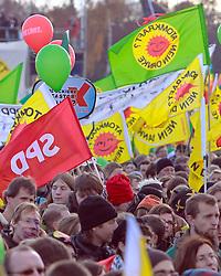 06.11.2010, Castortransport Demonstration, Dannenberg Nebenstedt, GER, Ca.50.000 Menschen demonstrieren gegen Atomkraft im Wendland, EXPA Pictures © 2010, PhotoCredit: EXPA/ nph/  Kohring+++++ ATTENTION - OUT OF GER +++++