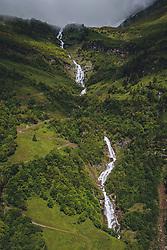 THEMENBILD - Wasserfall Erlebnis Weg . Die Hochalpenstrasse verbindet die beiden Bundeslaender Salzburg und Kaernten und ist als Erlebnisstrasse vorrangig von touristischer Bedeutung, aufgenommen am 11. Juni 2020 in Fusch a.d. Glstr., Österreich // Waterfall adventure path. The High Alpine Road connects the two provinces of Salzburg and Carinthia and is as an adventure road priority of tourist interest, Fusch a.d. Glstr., Austria on 2020/06/11. EXPA Pictures © 2020, PhotoCredit: EXPA/ JFK
