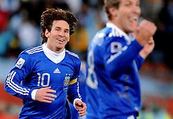 22.06.2010, Peter Mokaba Stadium, Polokwane, RSA, FIFA WM 2010, Greece (GRE) vs Argentina (ARG), im Bild L'esultanza di Lionel Messi per il gol del 2-0 di Martin Palermo (Argentina)   .Lionel Messi celebrates Martin Palermo 's  2-0 leading goal scored for Argentina.. EXPA Pictures © 2010, PhotoCredit: EXPA/ InsideFoto/ Giorgio Perottino +++ for AUT and SLO only +++ / SPORTIDA PHOTO AGENCY