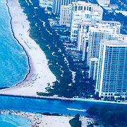 USA/Miami/20150808 - Rondvlucht boven Miami, kustlijn South Beach
