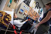 In Delft krijgt de nieuwe rijdster Lieke de Cock een rondleiding in de hal waar de fiets gemaakt wordt. In september wil het Human Power Team Delft en Amsterdam, dat bestaat uit studenten van de TU Delft en de VU Amsterdam, tijdens de World Human Powered Speed Challenge in Nevada een poging doen het wereldrecord snelfietsen voor vrouwen te verbreken met de VeloX 8, een gestroomlijnde ligfiets. Het record is met 121,81 km/h sinds 2010 in handen van de Francaise Barbara Buatois. De Canadees Todd Reichert is de snelste man met 144,17 km/h sinds 2016.<br /> <br /> Rider Lieke de Cock gets a tour in the hall where the VeloX is made. With the VeloX 8, a special recumbent bike, the Human Power Team Delft and Amsterdam, consisting of students of the TU Delft and the VU Amsterdam, also wants to set a new woman's world record cycling in September at the World Human Powered Speed Challenge in Nevada. The current speed record is 121,81 km/h, set in 2010 by Barbara Buatois. The fastest man is Todd Reichert with 144,17 km/h.
