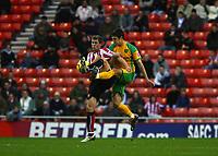 Photo: Andrew Unwin.<br />Sunderland v Norwich City. Coca Cola Championship. 02/12/2006.<br />Sunderland's Daryl Murphy (L) shields the ball from Norwich's Jason Shackell (R).