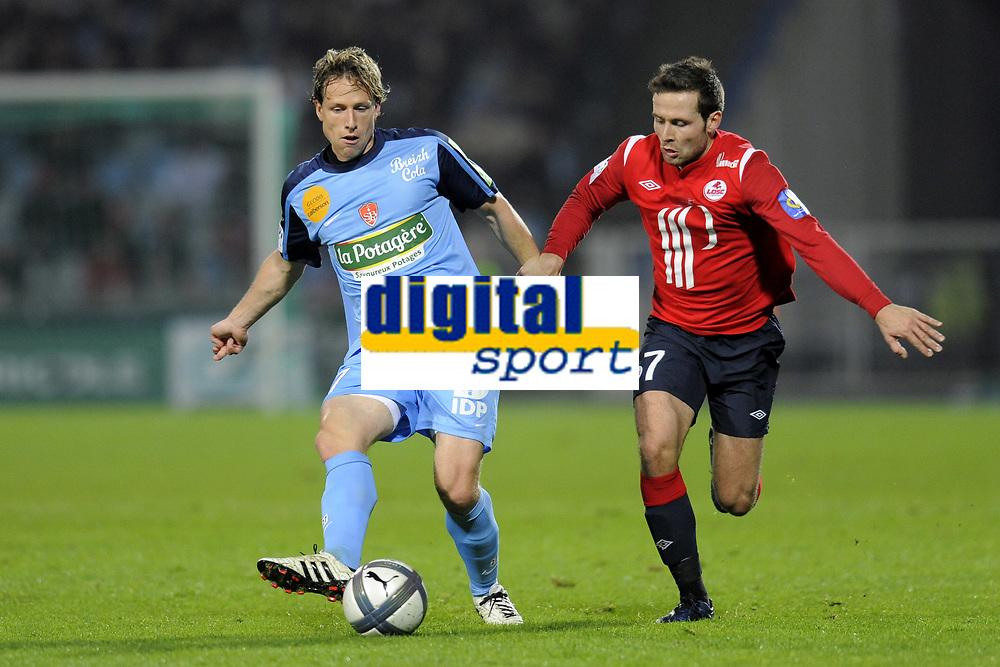 FOOTBALL - FRENCH CHAMPIONSHIP 2010/2011 - L1 - LILLE OSC v STADE BRESTOIS - 7/11/2010 - PHOTO JEAN MARIE HERVIO / DPPI - MARIO LICKA (SB) / YOHAN CABAYE (LOSC)