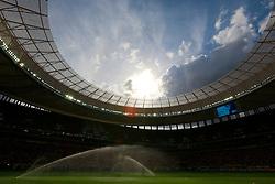 Campo é irrigado momentos antes da cerimônia de abertura da Copa das Confederações, realizada no Estádio Nacional Mané Garrincha, em Brasília, antes da partida entre Brasil e Japão. FOTO: Jefferson Bernardes/Preview.com