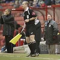 Photo: Aidan Ellis.<br /> Barnsley v Bristol City. Coca Cola League 1. 04/02/2006.<br /> Bristol's manager complains to the lines man