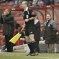 Photo: Aidan Ellis.<br /> Barnsley v Bristol City. Coca Cola League 1. 04/02/2006.<br /> Bristol's manager complains to the lines man
