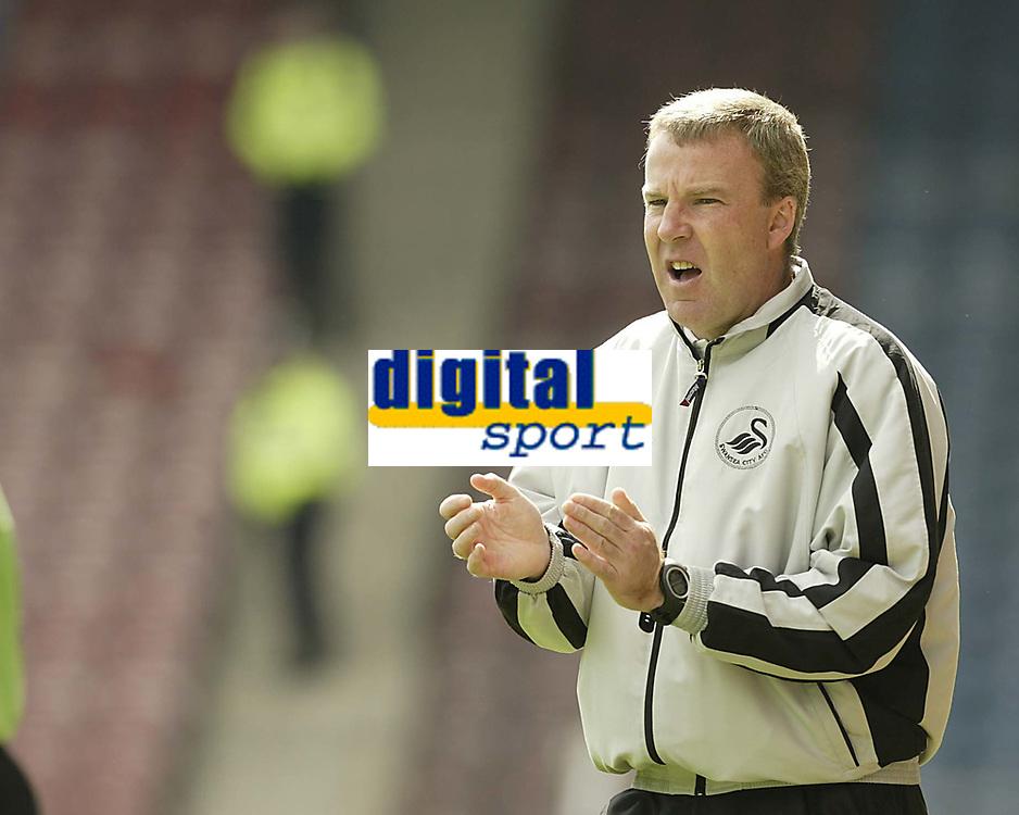 Fotball<br /> England 2005/2006<br /> Foto: SBI/Digitalsport<br /> NORWAY ONLY<br /> <br /> Huddersfield v Swansea<br /> Coca Cola League 1.<br /> 13/08/2005.<br /> Swansea's manager Kenny Jackett encourages his team